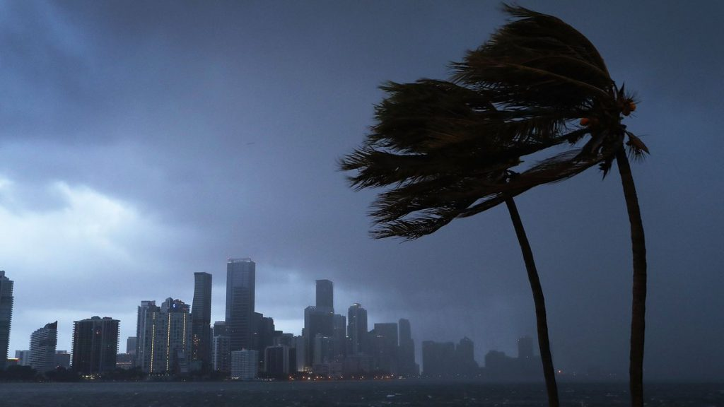 Gobernador de Florida declara estado de emergencia ante la llegada de la tormenta Alberto