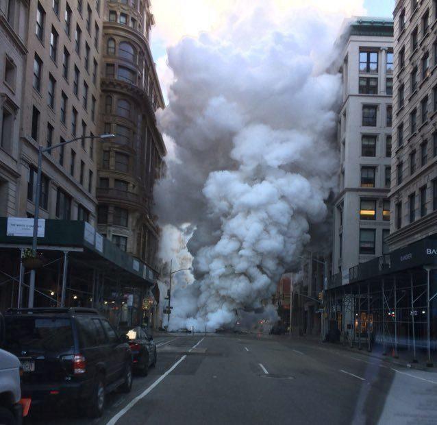 Explota una tubería de gas en la Quinta Avenida de Nueva York   HCH.TV