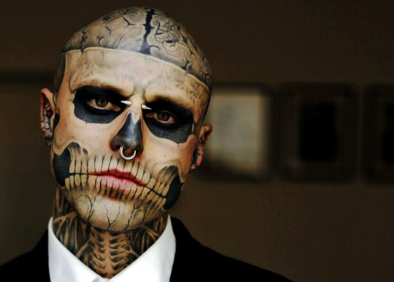 Muere Zombieboy El Hombre Con Más Tatuajes De Insectos Y Huesos En