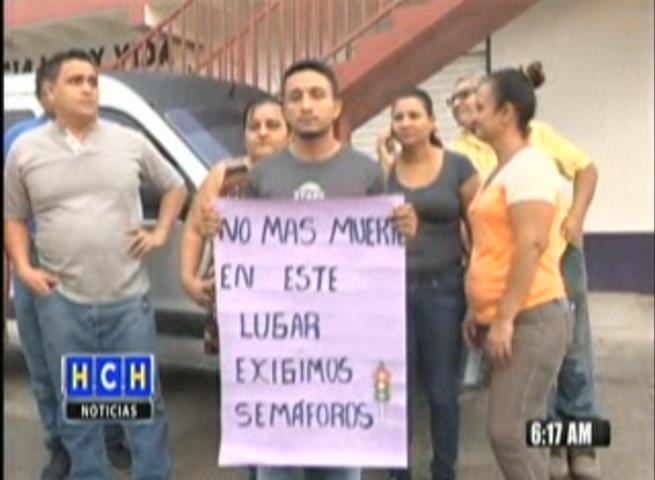 ¡ Semáforos ! exigen pobladores para evitar más muertes en bulevar del sur #SPS