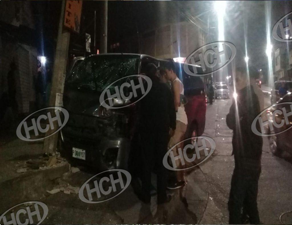 Varios lesionados en choque entre camioneta y brujito en Comayagüela